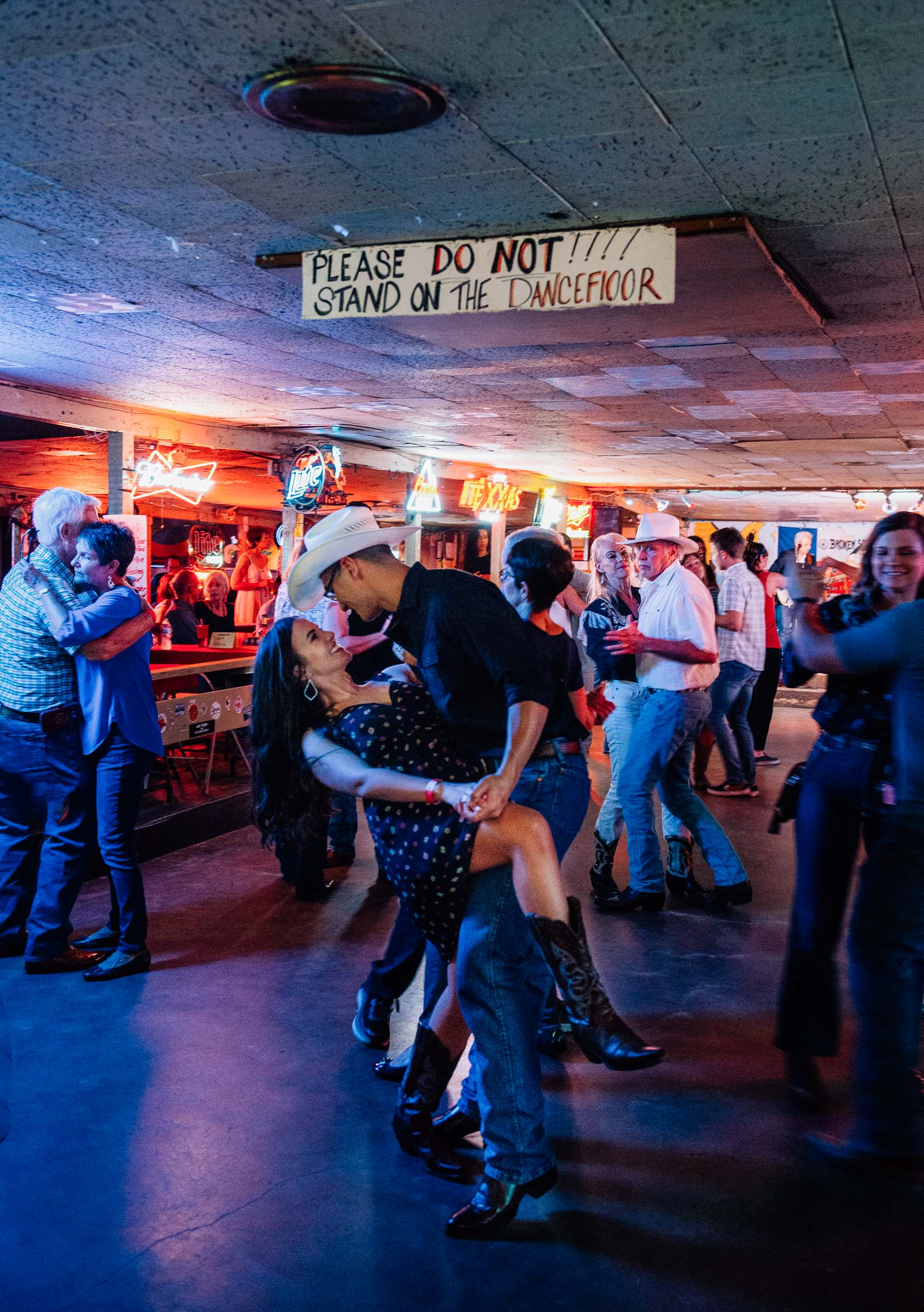 Couple -Line-Dancing-Broken-Spoke-Austin-TX